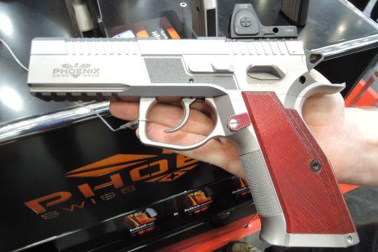 Sphinx helyett Phoenix: régi-új svájci pisztolymárka